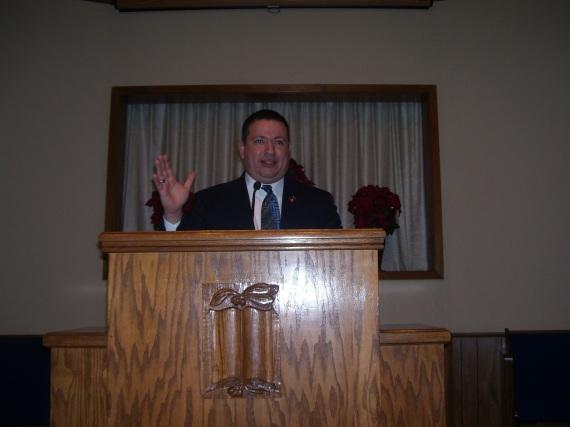 hermano-willie-alvarenga-predicando